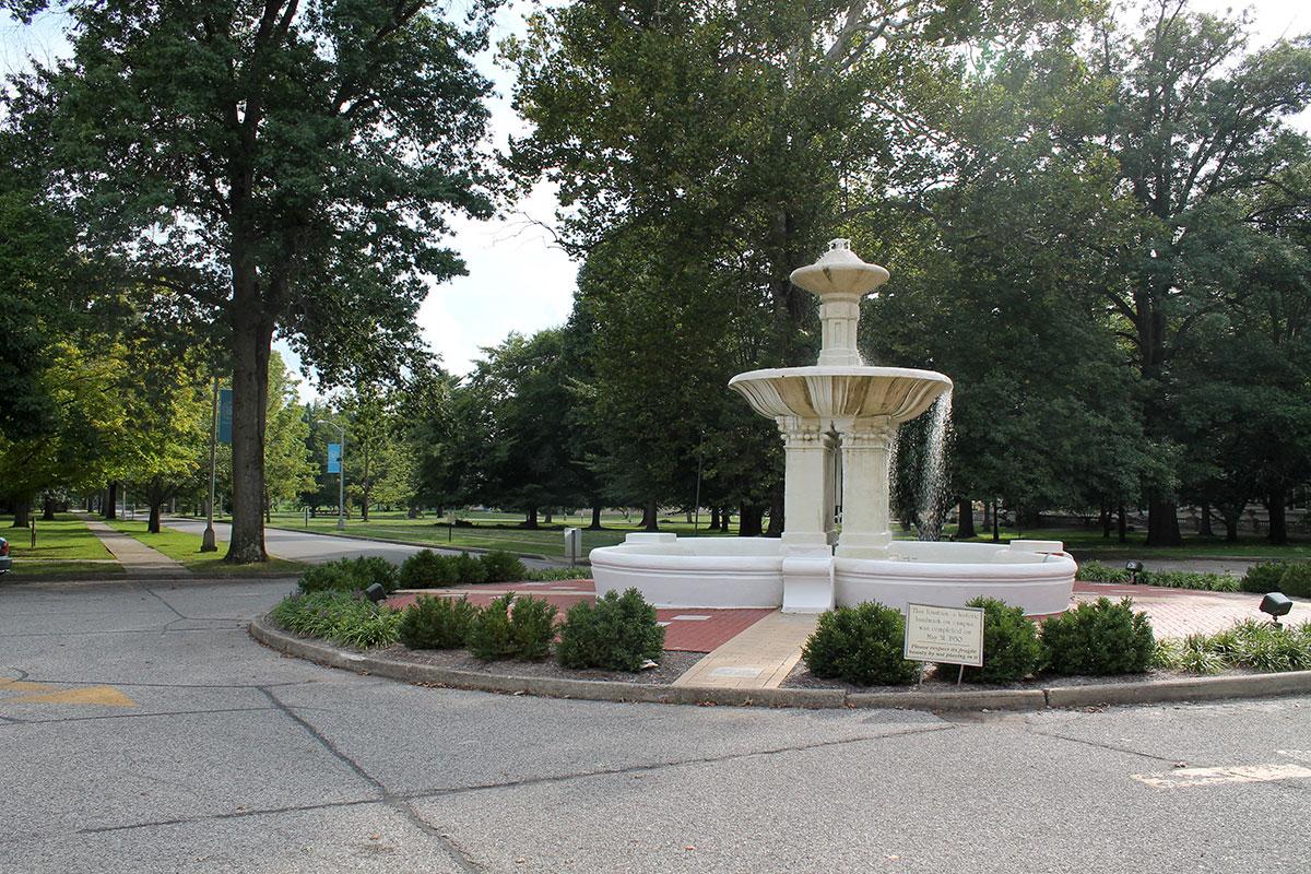 The Avenue fountain