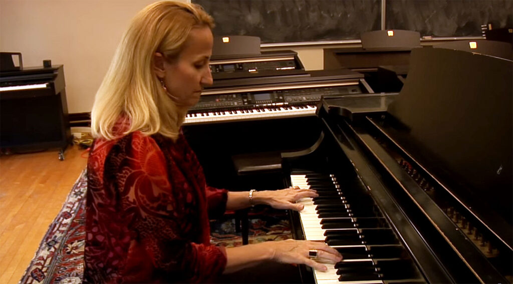 Tracy Richardson playing the piano