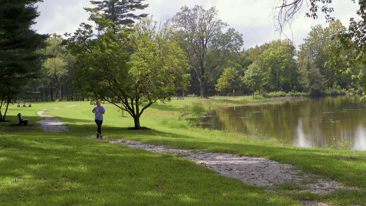 Student running along the Le Fer lake trail